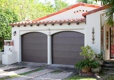 Dwa samochodowy garaż stary dom Zdjęcie Royalty Free