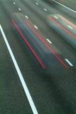 Dwa samochodu target925_1_ obok na autostradzie Obraz Stock