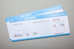 Dwa samolotowego bileta na szarym tle Zdjęcie Stock