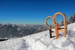 Dwa sania z długi róg kształtującymi biegaczami w zima krajobrazie Obraz Royalty Free