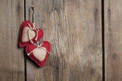 Dwa serc drewna tło Zdjęcia Royalty Free
