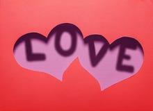 Dwa serc wycinanka w czerwień papierze z słowem Zdjęcie Stock