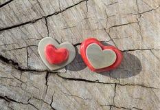 Dwa serca na drewnie Zdjęcie Stock