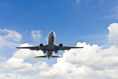 Dwa silników samolot w chmurnym niebie Zdjęcie Royalty Free