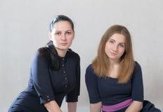 Dwa siostry w studiu Zdjęcie Stock