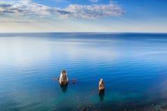 Dwa skały stawia czoło morze Zdjęcia Royalty Free
