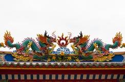 Dwa smoków i dwa feniksów Chińska sztuka w Chińskiej świątyni Fotografia Royalty Free