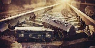 Dwa staromodny walizki na torach szynowych Zdjęcie Stock