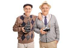 Dwa starszego dżentelmenu trzyma kamery Obraz Stock