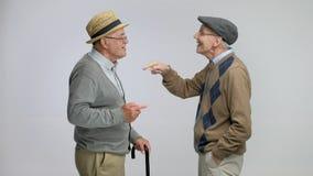 Dwa starszego mężczyzna opowiada each inny i wysoko fiving zbiory