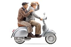 Dwa starszego mężczyzny jedzie rocznik hulajnogi post zdjęcie royalty free