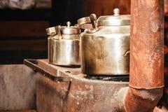 Dwa Stary aluminiowy czajnik zamknięty w górę zdjęcia royalty free