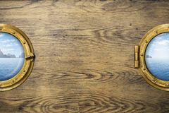 Dwa statku portholes z tropikalnym morzem lub okno lub Obrazy Stock
