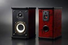 Dwa stereo audio mówcy na ciemnym tle Obrazy Royalty Free