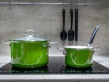 Dwa stewpots na indukci kuchence Obrazy Stock