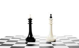 Dwa szachowego królewiątka jeden przed inny Bitwa równi konkurenci Fotografia Royalty Free
