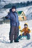 Dwa szczęśliwej chłopiec na saniu Obrazy Royalty Free
