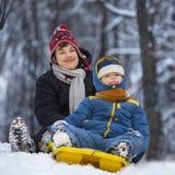 Dwa szczęśliwej chłopiec na saniu Fotografia Royalty Free