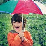 Dwa szczęśliwy brat z parasolem Fotografia Royalty Free