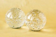 Dwa szklanej piłki z wewnętrznymi bąblami Fotografia Stock
