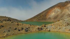 Dwa szmaragdowego jeziora na tongariro skrzyżowaniu zbiory wideo
