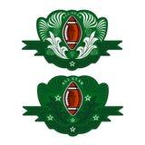 Dwa sztandaru z futbol amerykański piłką w centrum zielony sztandar z wzorem Bawi się logo dla jakaś rywalizacja, drużyny lub wsz royalty ilustracja