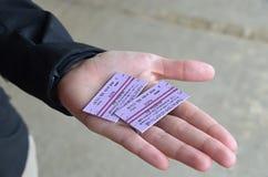 Dwa taborowego bileta w ręce dziewczyna Zdjęcia Stock