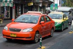 Dwa taxi samochód na miastowej ulicie, Bangkok Obraz Royalty Free