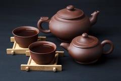 Dwa teapot i dwa filiżanki Zdjęcia Royalty Free