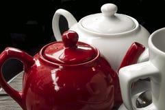 Dwa teapots i kubek Obraz Royalty Free