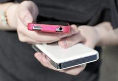 Dwa telefon komórkowy w dziewczyn rękach Zdjęcie Royalty Free