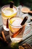Dwa Toddy koktajlu napoju z cynamonem na wieśniaku Obraz Stock