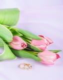 Dwa tulipanu na menchii i pierścionki Zdjęcia Stock