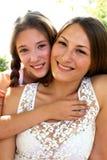 Dwa uśmiechniętej dziewczyny Zdjęcia Stock