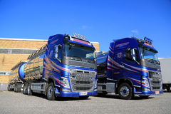 Dwa Volvo FH 500 Chemicznej Cysternowej ciężarówki na jardzie Zdjęcia Royalty Free