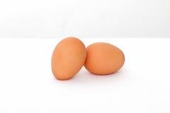 Dwa w górę świeżych kurnych jajek Zdjęcia Stock