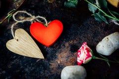 Dwa walentynka dnia serca odskakiwali togerher dni tła złote serce jest czerwony walentynki Obraz Royalty Free