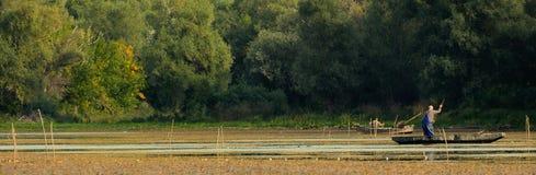 Dwa Wędkarza TARGET304_1_ na Jeziorze Fotografia Royalty Free