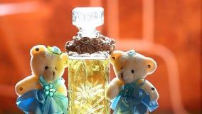 Dwa wełien pachnidła butelki słońca światła hd niedźwiadkowy szklany materiał filmowy zdjęcie wideo