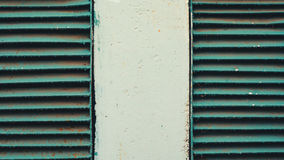Dwa wentylaci ośniedziały stary grille w ścianie Zdjęcia Stock