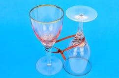 Dwa wiązanego wineglasses Obraz Stock