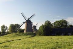 Dwa wiatraczka w polu Obrazy Royalty Free