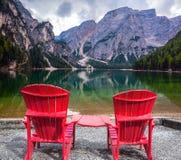 Dwa wygodnego czerwonego pokładu krzesła Fotografia Royalty Free