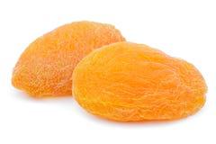 Dwa wysuszonej morelowej owoc na bielu Obraz Royalty Free