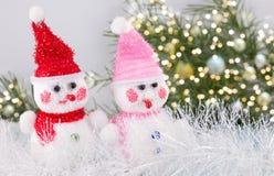 Dwa zabawkarski bałwan z świątecznym tłem Zdjęcie Stock