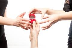 Dwa zazdrości kobiety próbuje brać diamentowego pierścionek Obraz Royalty Free