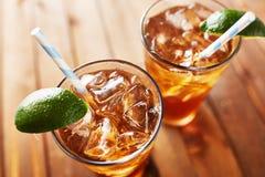 Dwa zimnego szkła lukrowa herbata Zdjęcia Stock