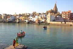 DWARKA, GUJARAT, INDIEN - 26. DEZEMBER 2013: Ansicht von Dwarkadhish-Tempel Stockfoto