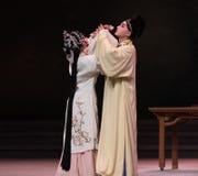 """dwars-tot een kom gevormd de wijn-derde handeling Mannelijke Gele wijn-Kunqu Opera""""Madame Witte Snake† royalty-vrije stock afbeeldingen"""