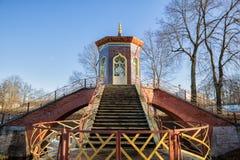 Dwarsbrug in Alexander Park, Tsarskoye Selo royalty-vrije stock afbeelding